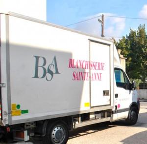 BSA est une blanchisserie industrielle implantée à Marseille, spécialisée dans la location et l'entretien du linge et des vêtements professionnels.